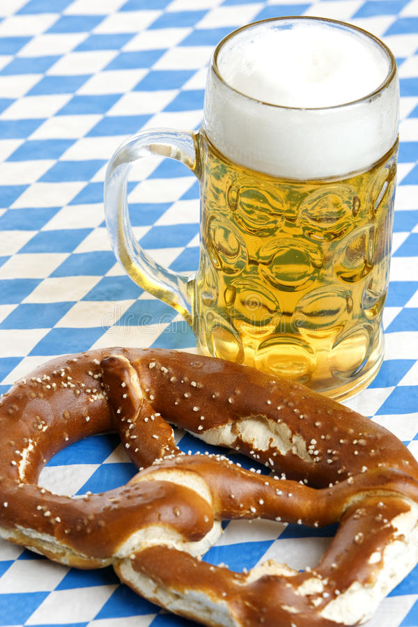 bavarian-beer-pretzel-oktoberfest-10116095.jpg